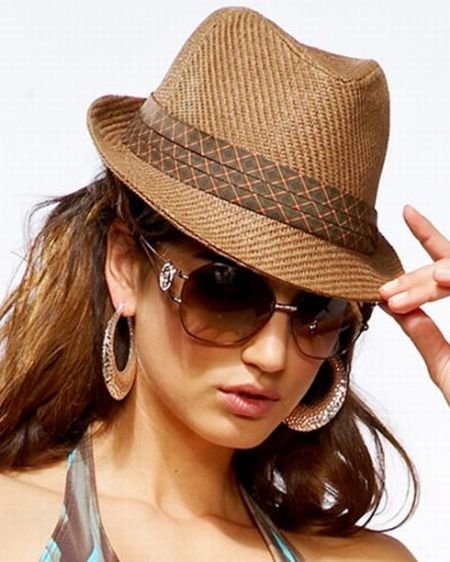 Women's Fedoras from hamlergoodchain.ga Whether you're on the lookout for an on-trend, beach-ready topper or an accent for a casual girls' weekend, hamlergoodchain.ga features a wide selection of women's fedoras in a range of materials, colors, brands, and more.